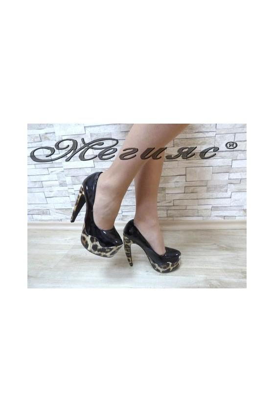 MAGGIE 13-3367 Дамски елегантни обувки черни с кафява шарка