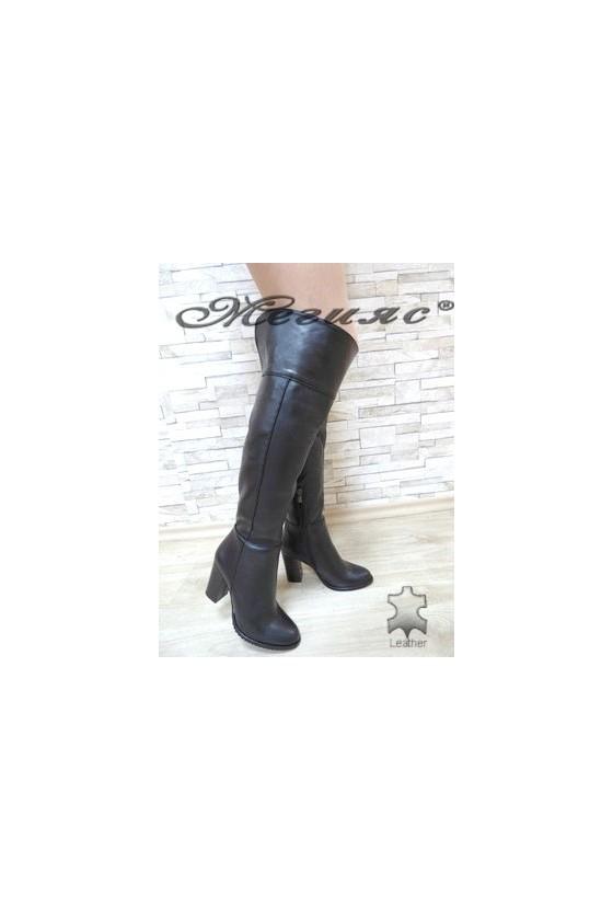 198 Дамски ботуши тип чизми черни от естествена кожа