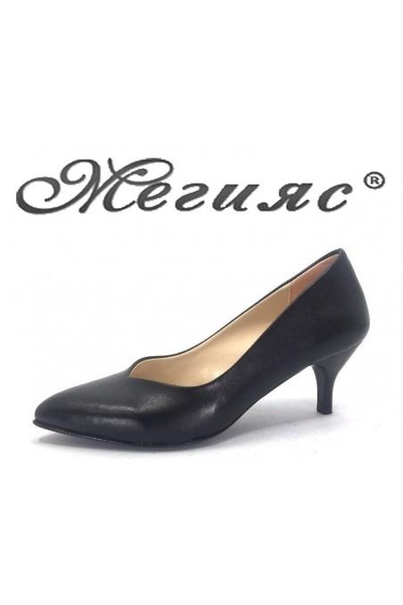 70 Дамски обувки черни от еко koжа елегантни остри нисък ток