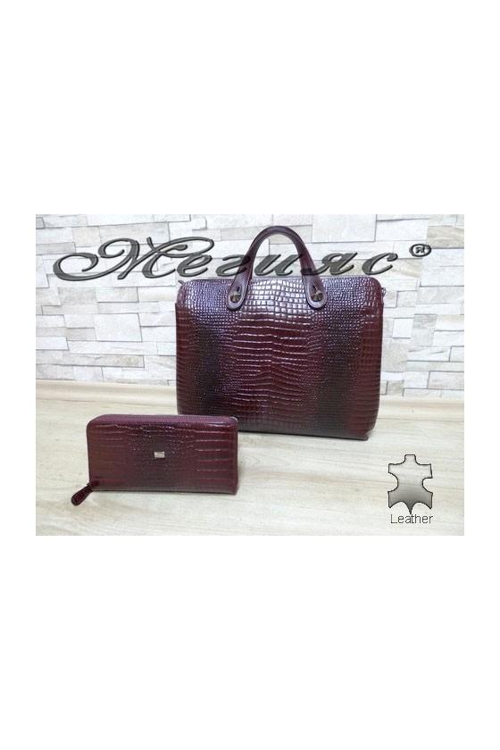2939 Дамска чанта бордо с портмоне 057 от естествена кожа