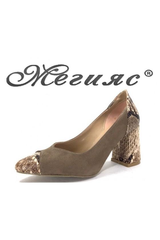 1100 Дамски обувки бежов велур със змийска шарка от еко кожа с широк ток