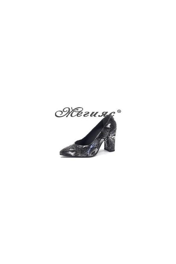 14-933 Дамски елегантни обувки черна змия лак на дебел ток