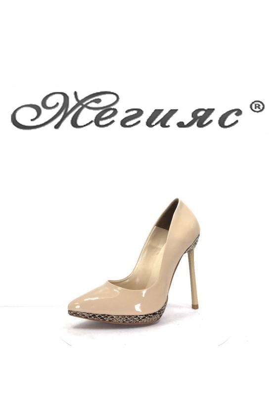 423-0 Дамски обувки бежов лак със змийска шарка на висок ток