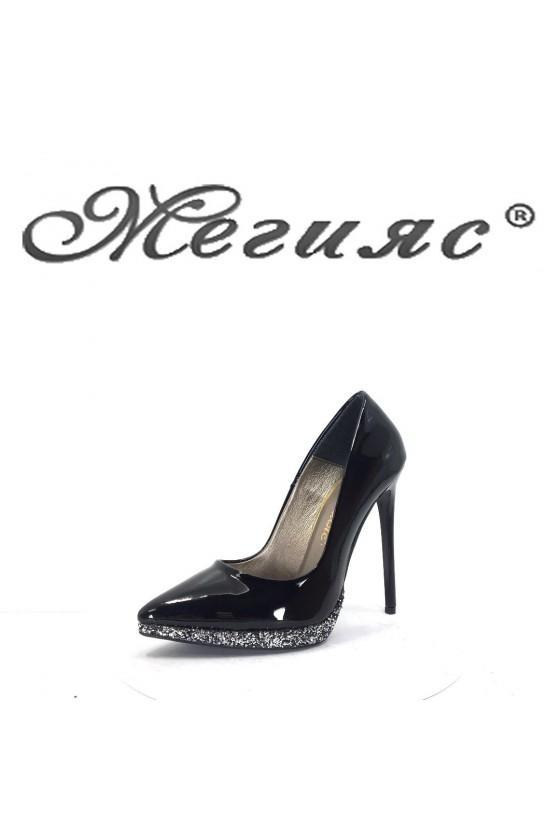 423-0 Дамски обувки черен лак елегантни на висок ток