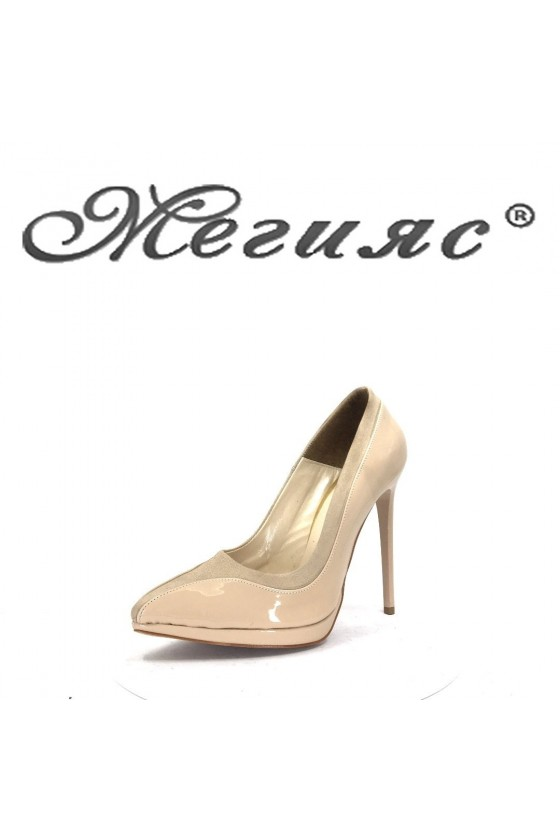 524 Дамски обувки бежов лак с велур елегантни на висок ток
