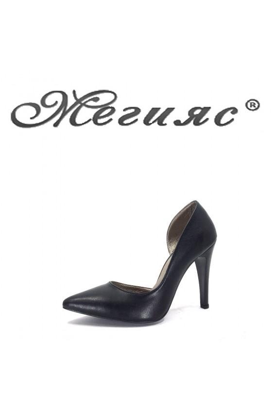 560 Дамски обувки черна кожа  на висок ток
