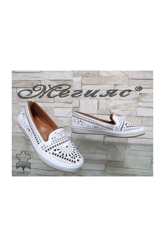 300 Дамски обувки бели с перфорация от естествена кожа