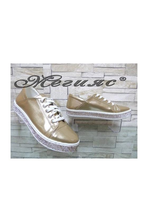 35 Дамски спортни обувки златисти