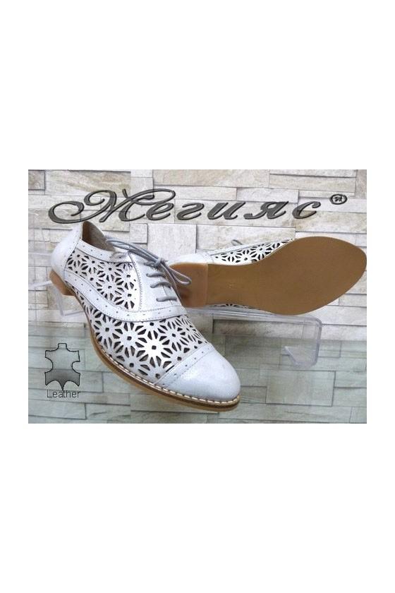 658-598  Дамски обувки сребристи от естествена кожа