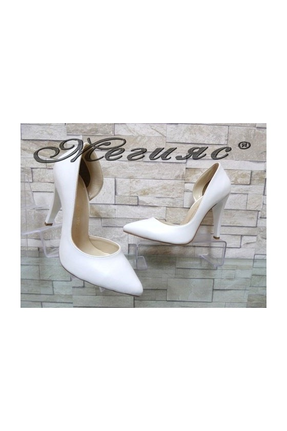 560 Дамски обувки бели от еко кожа на висок ток