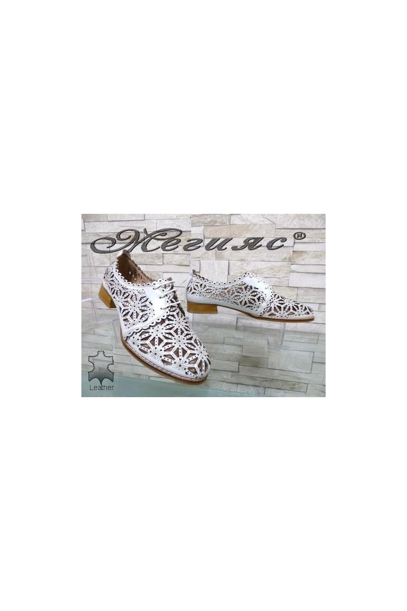 306-25 XXL Дамски обувки гигант бели от естествена кожа