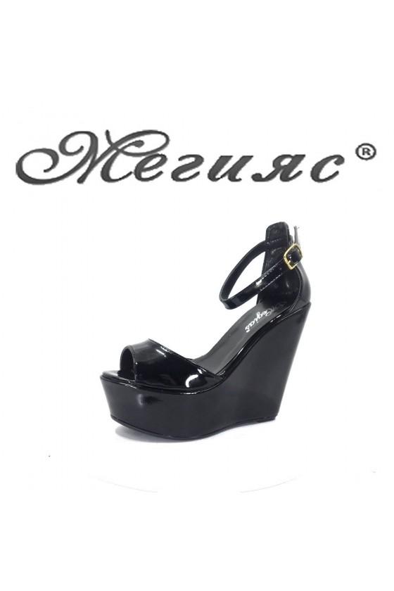 101 Дамски сандали черен лак  на платформа