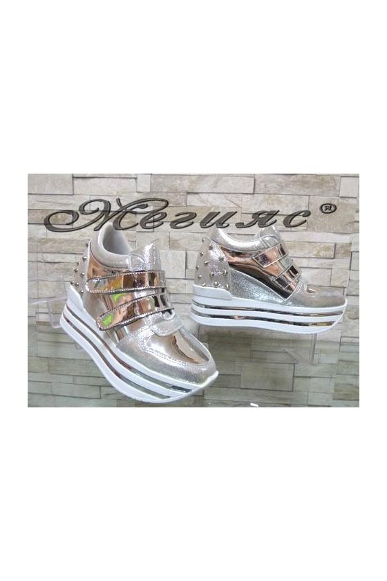 2288 Дамски спортни обувки сребристи на платформа