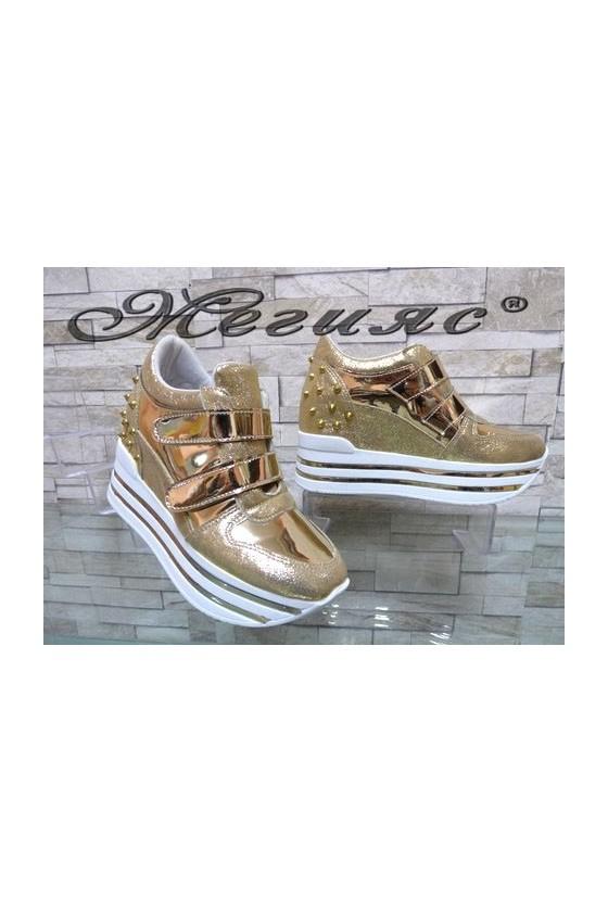 2288 Дамски спортни обувки златисти на платформа