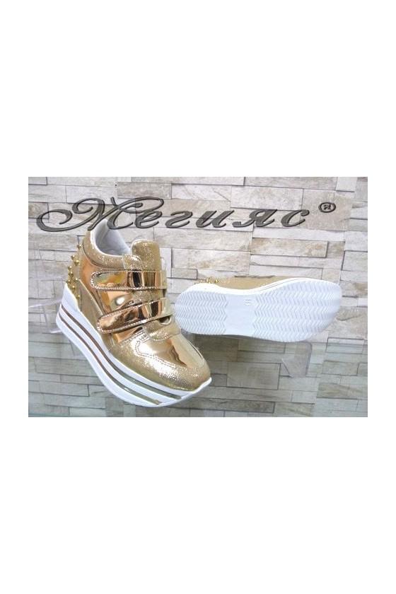 Дамски спортни обувки на платформа златисти 2288