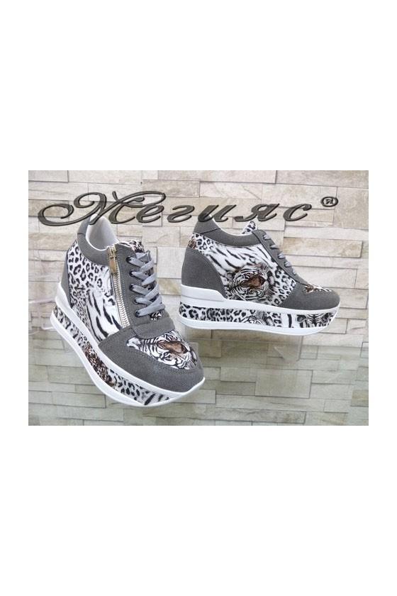 2292 Дамски спортни обувки сиви на платформа