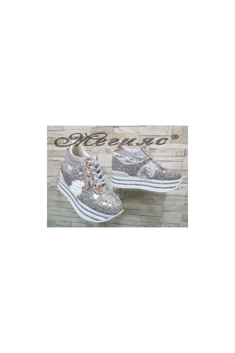 2290 Дамски спортни обувки сребристи на платформа