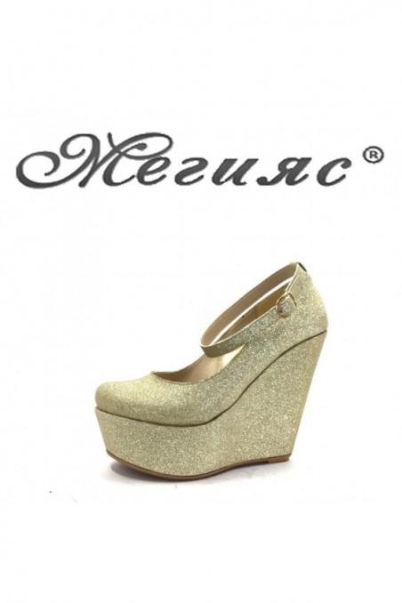 102 Дамски обувки златен брокат на платформа