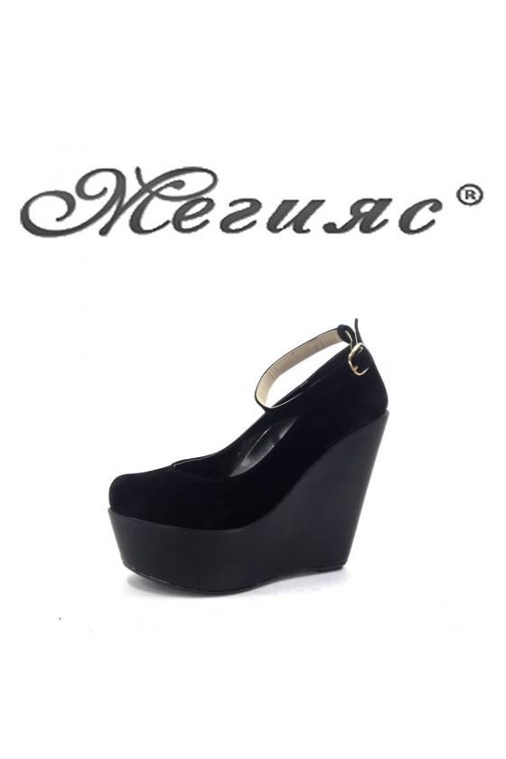 102 Дамски обувки черен велур  на платформа