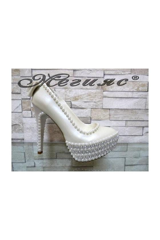 09-К Дамски елегантни обувки бели перла на висок ток