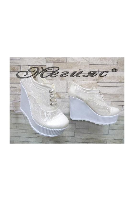 103/107 Дамски обувки бели на висока платформа