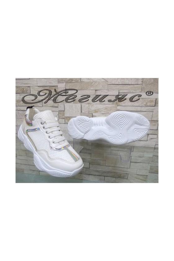 7766 Дамски спортни обувки бели от текстил и еко кожа