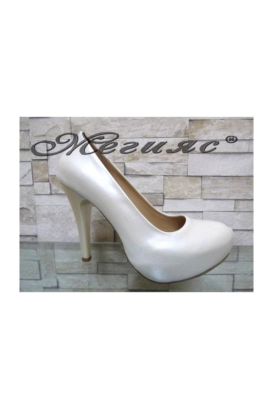 500 Дамски елегантни обувки бели перла на висок ток
