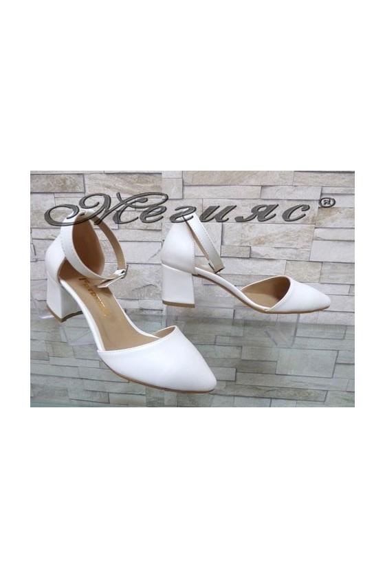 5560 Дамски елегантни обувки бели от еко кожа