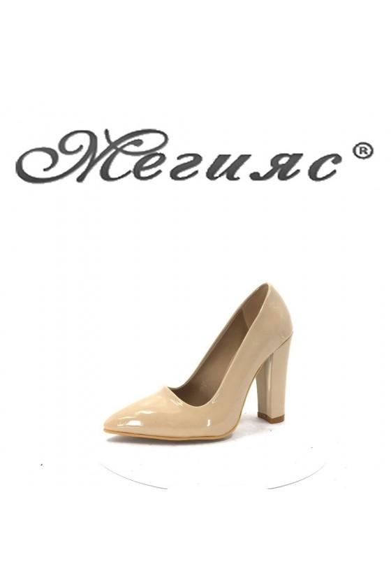 702 Дамски обувки бежови лак елегантни с висок ток