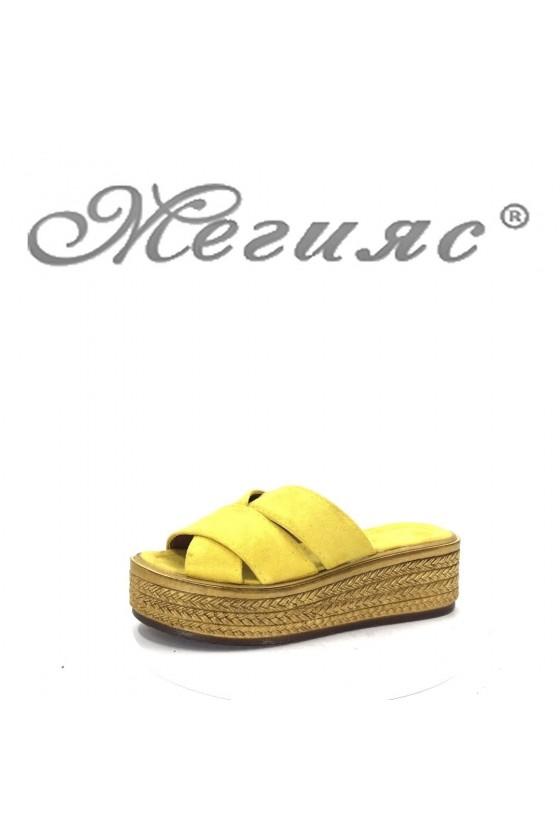070 Дамски чехли жълти от велур на платформа