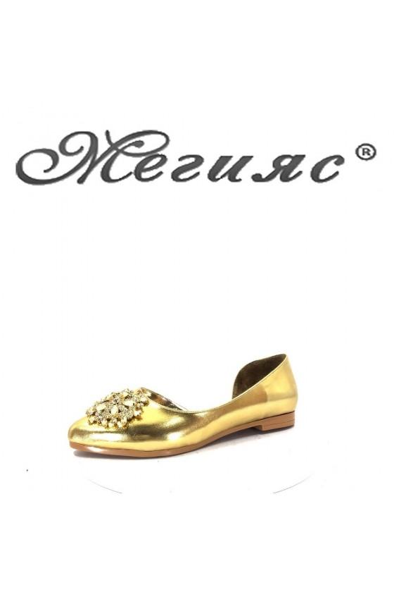 0757 Дамски обувки златни тип пантофи