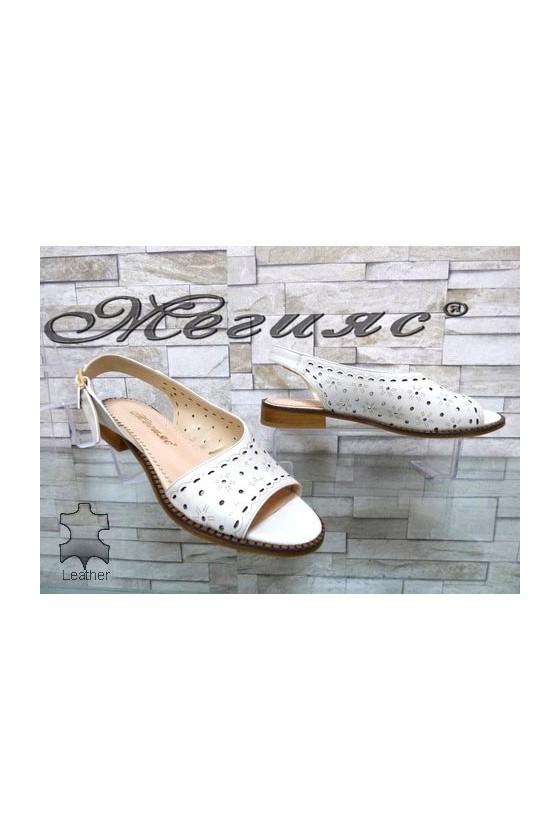 450/25 Дамски сандали бели от естествена кожа