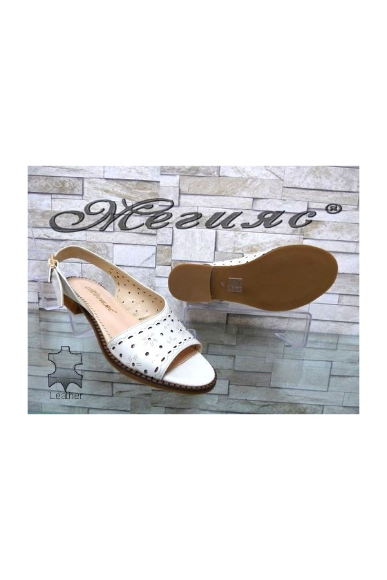 3/23 Lady sandals beige leather