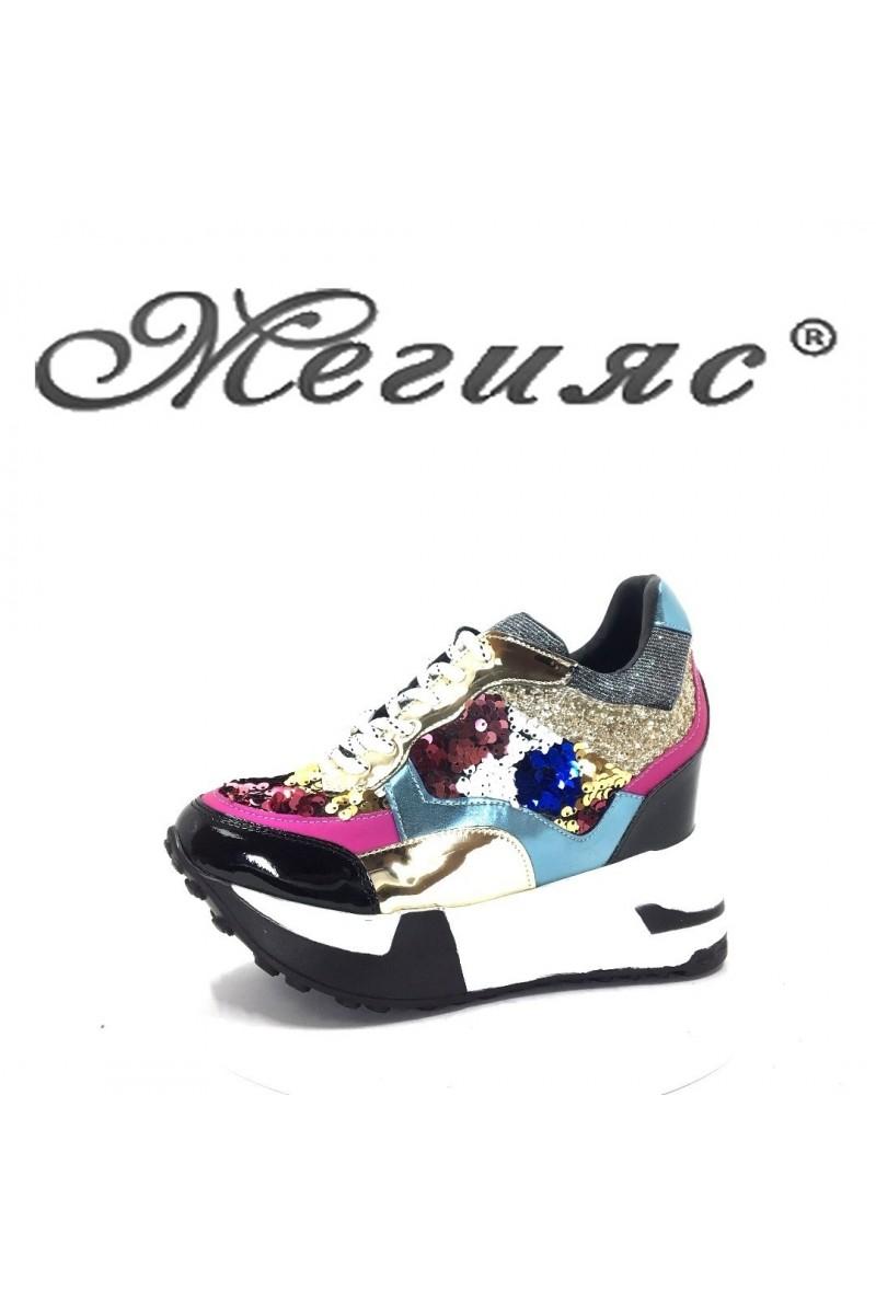75 Дамски спортни обувки шарени с пайети на платформа
