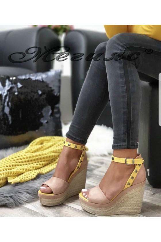 612 Дамски сандали цвят пудра на платформа