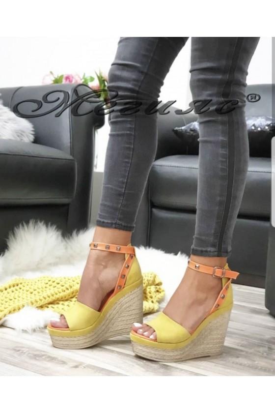 612 Дамски сандали жълти на платформа