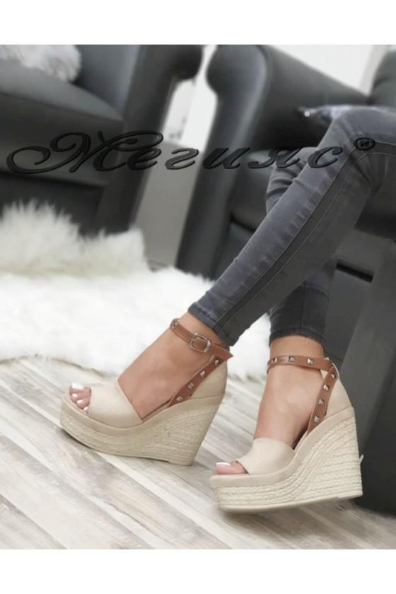 612 Дамски сандали бежови на платформа