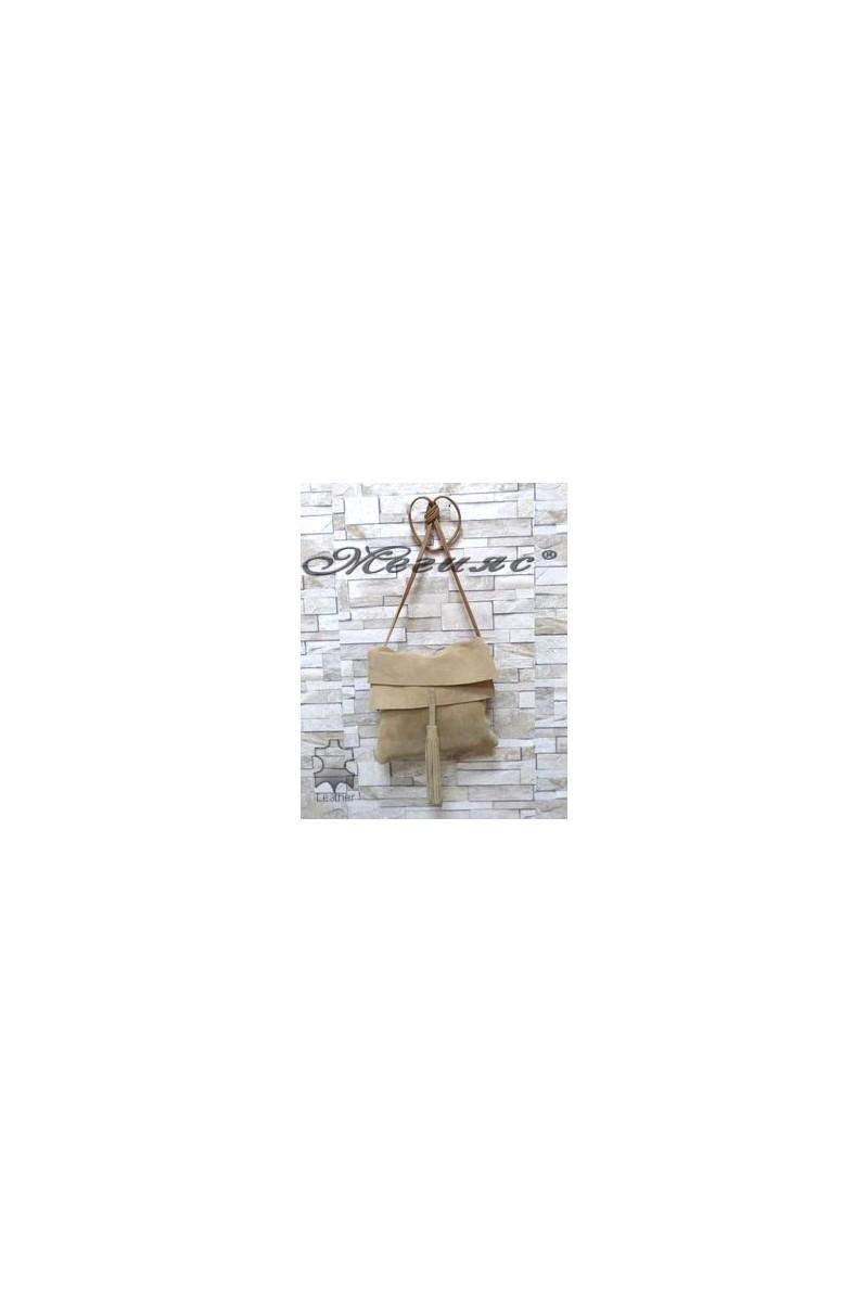 1769 Дамска чанта бежово от естествен велур