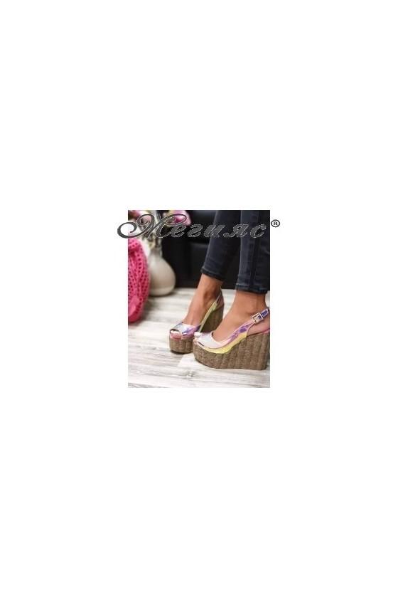 556 Дамски сандали неон  на висока платформа
