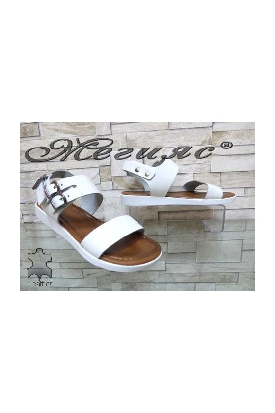205 Дамски сандали бели от естествена кожа