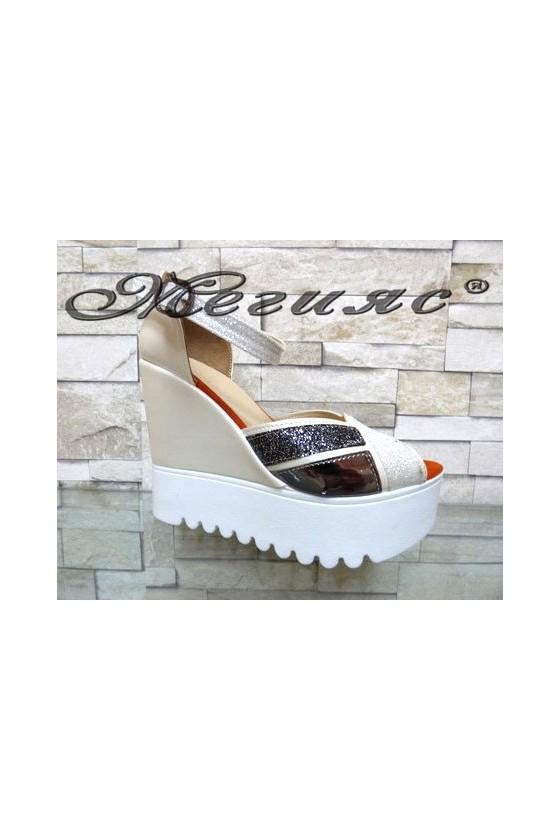 500 Дамски сандали бяло и сиво на платформа от еко кожа