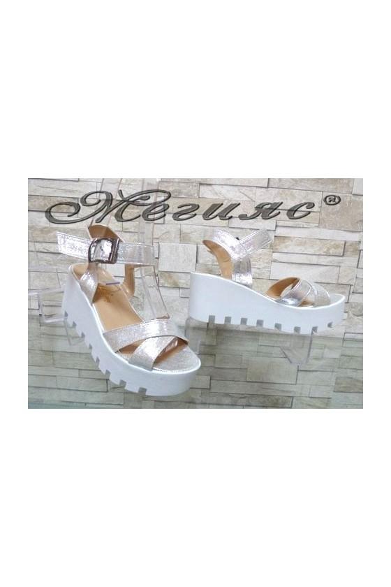 9991 Дамски сандали сребристи на средна платформа