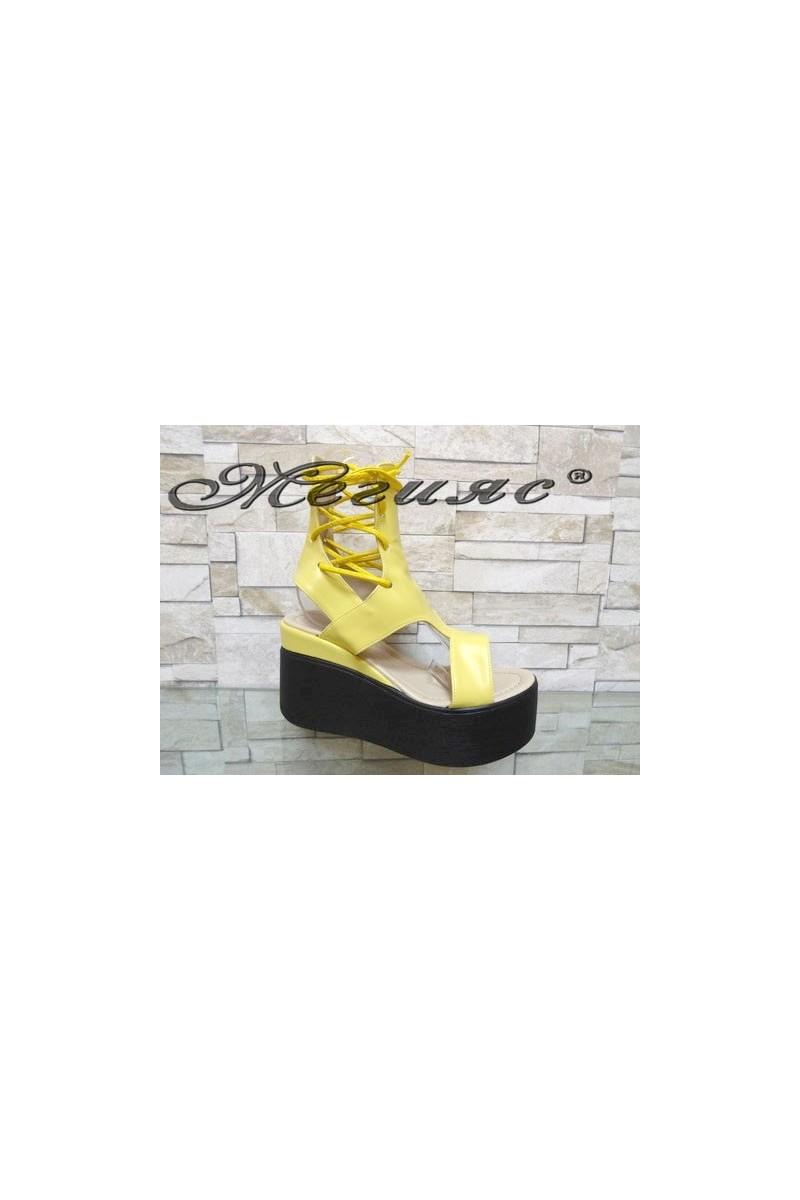 525 Дамски сандали жълти на платформа от еко кожа
