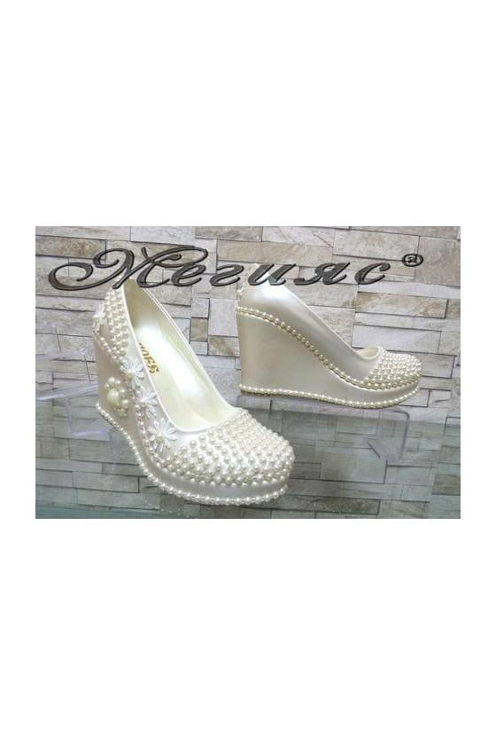 513-12 Дамски бели обувки на висока платформа