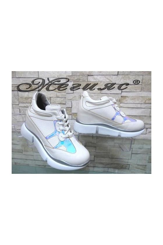 948 Дамски спортни обувки бели с вътрешна платформа