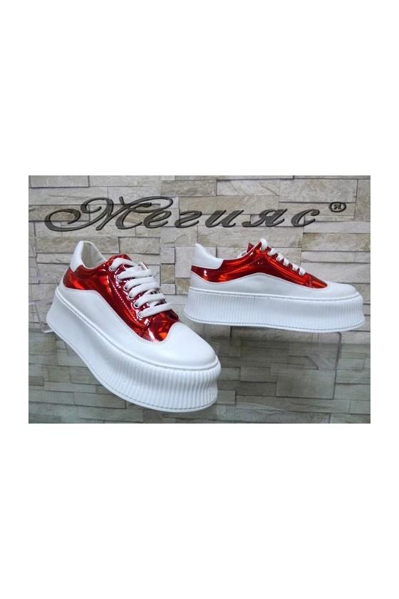 9-К Дамски спортни обувки бели с червено от еко кожа