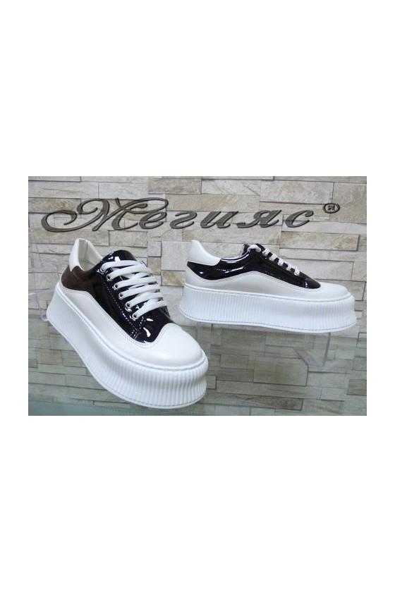 9-К Дамски спортни обувки бели с черно от еко кожа