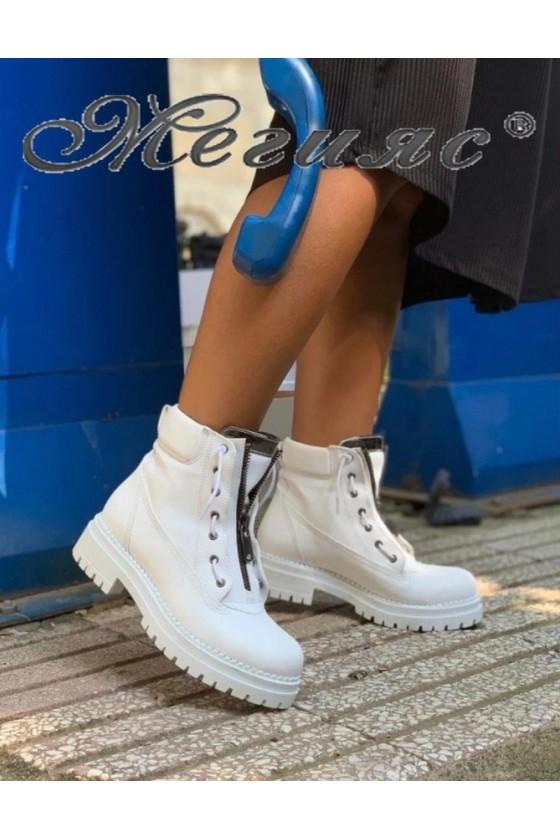 131 Women boots white pu