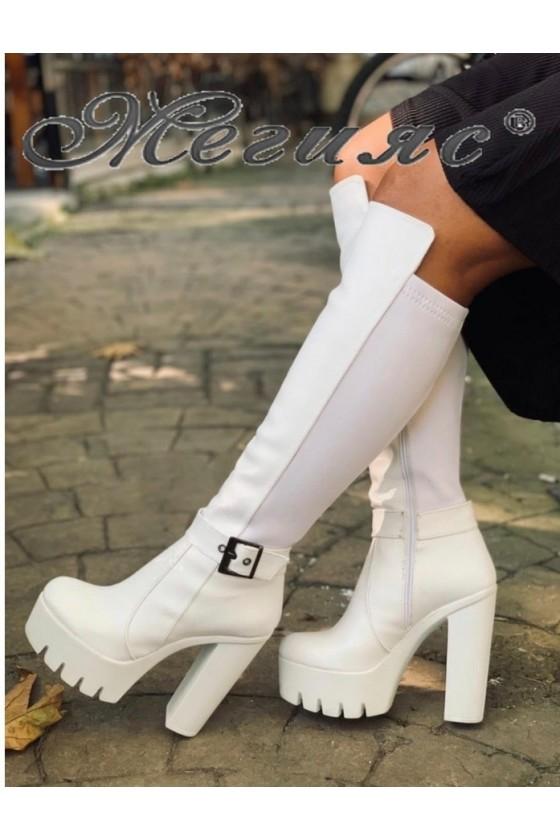 105 Дамски ботуши бели от еко кожа с висок ток