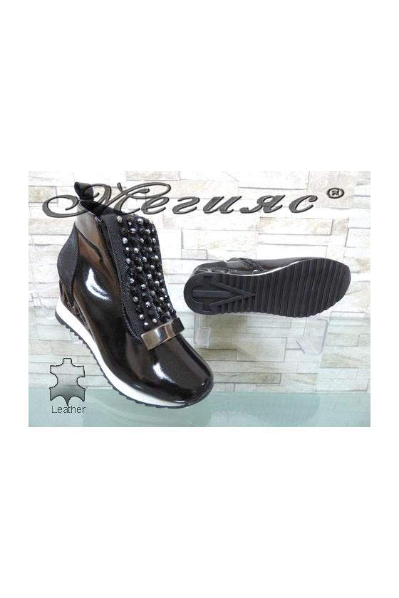 946-22-26 Lady boots black patent